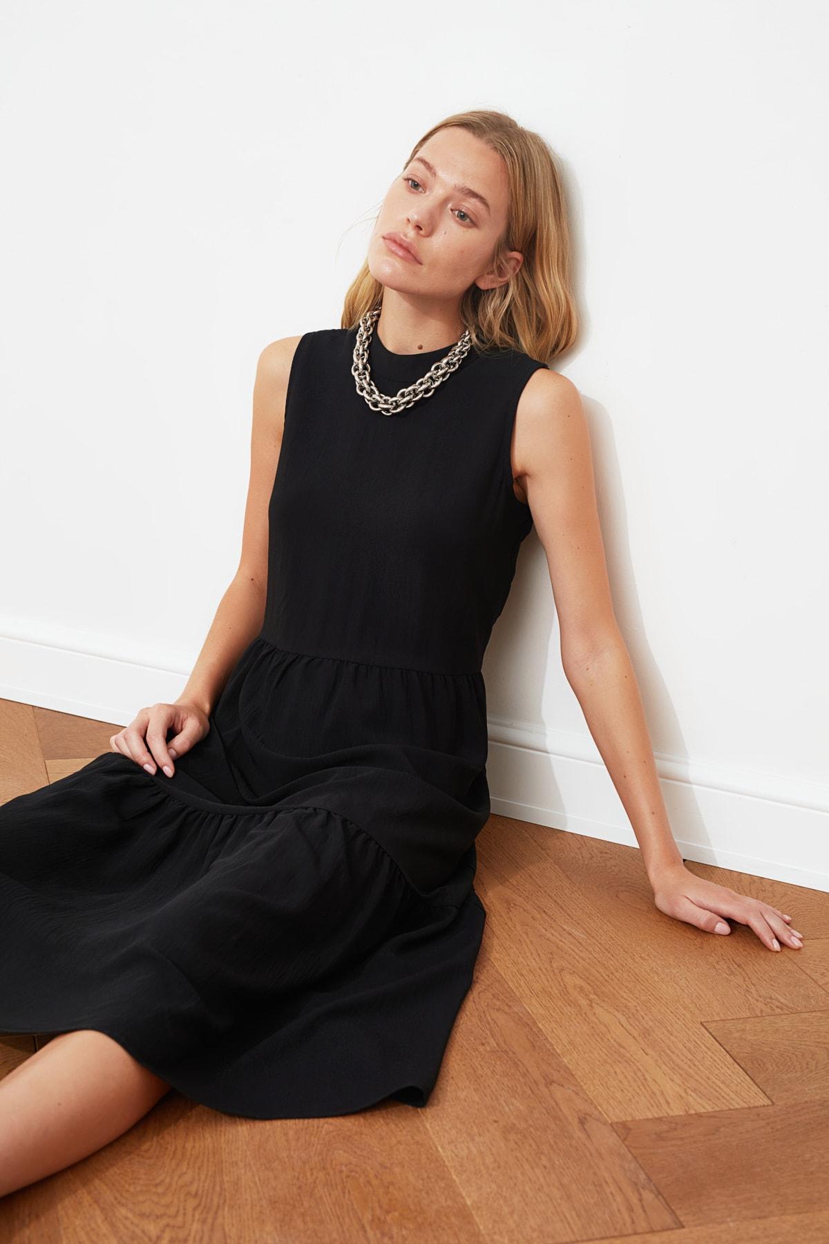 TRENDYOLMİLLA Siyah Geniş Kesim Elbise TWOSS20EL1864 2