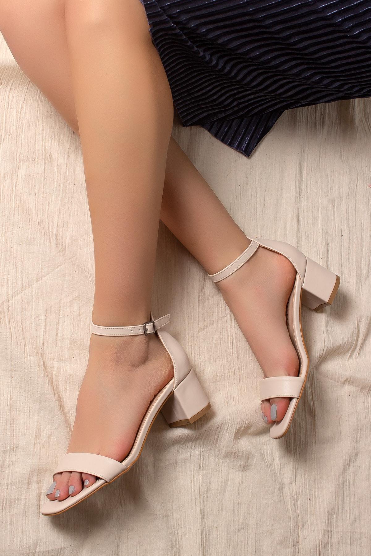 Daxtors Kadın Bej Klasik Topuklu 1