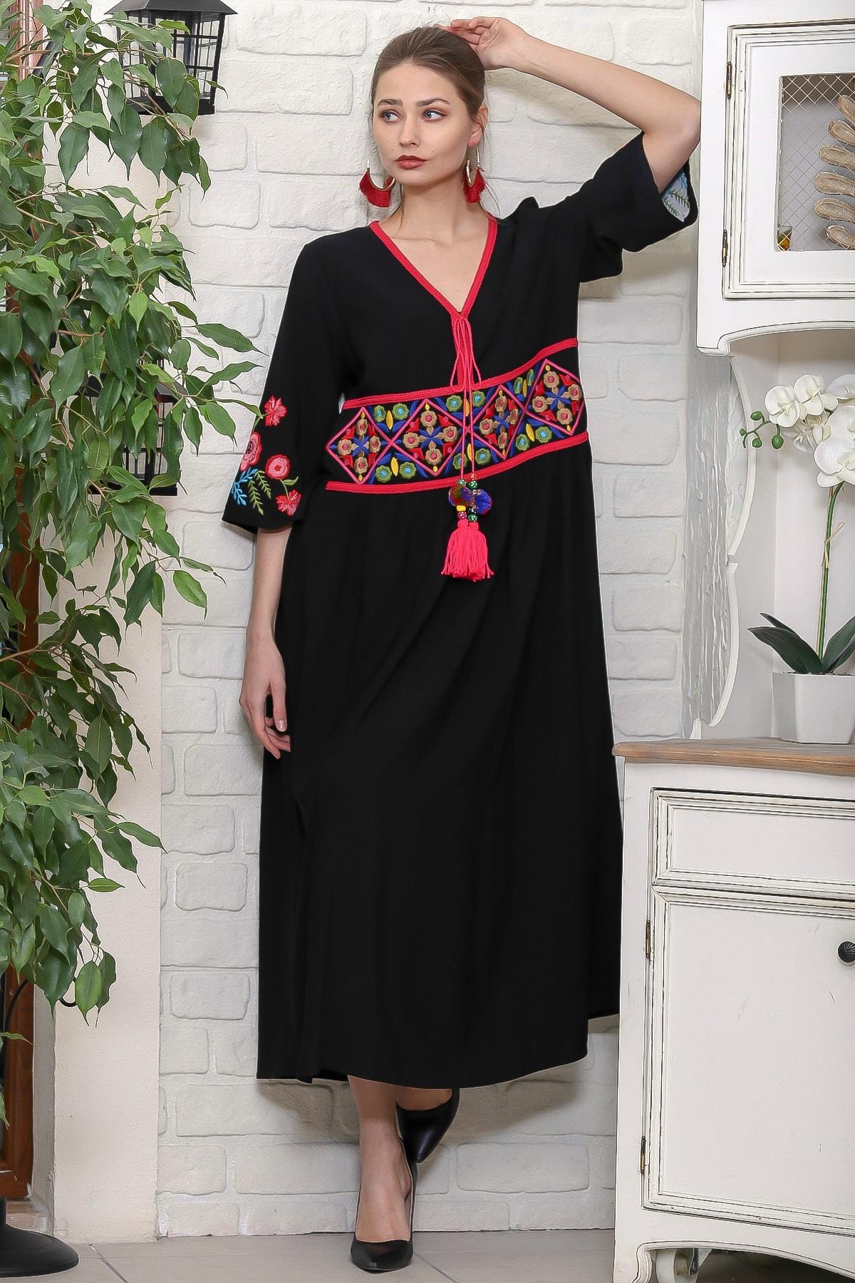 Chiccy Kadın Siyah Beli Ve Kolları Nakışlı Ponponlu Bağcıklı Salaş Dokuma Elbise M10160000EL95920