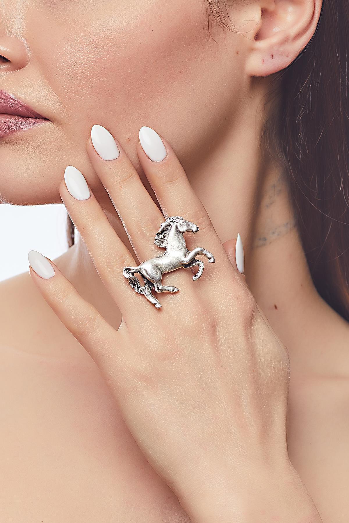 ZeyDor Accessories Kadın Gümüş Renk At Tasarım Yüzük 1