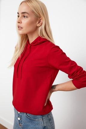 TRENDYOLMİLLA Kırmızı Kapüşonlu Basic Örme Sweatshirt TWOAW20SW0059