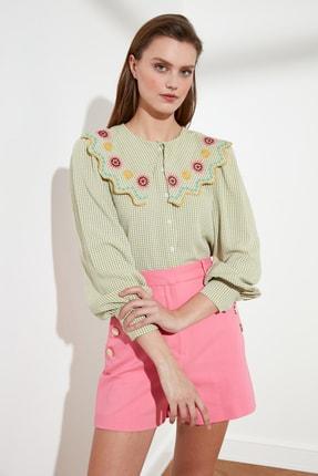 TRENDYOLMİLLA Yeşil Yaka Detaylı Gömlek TWOSS21GO0232