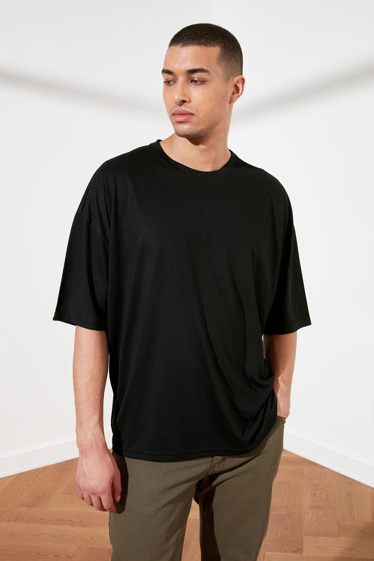 TRENDYOL MAN Siyah Basic Erkek Oversize Bisiklet Yaka Kısa Kollu T-Shirt TMNSS21TS0811 1