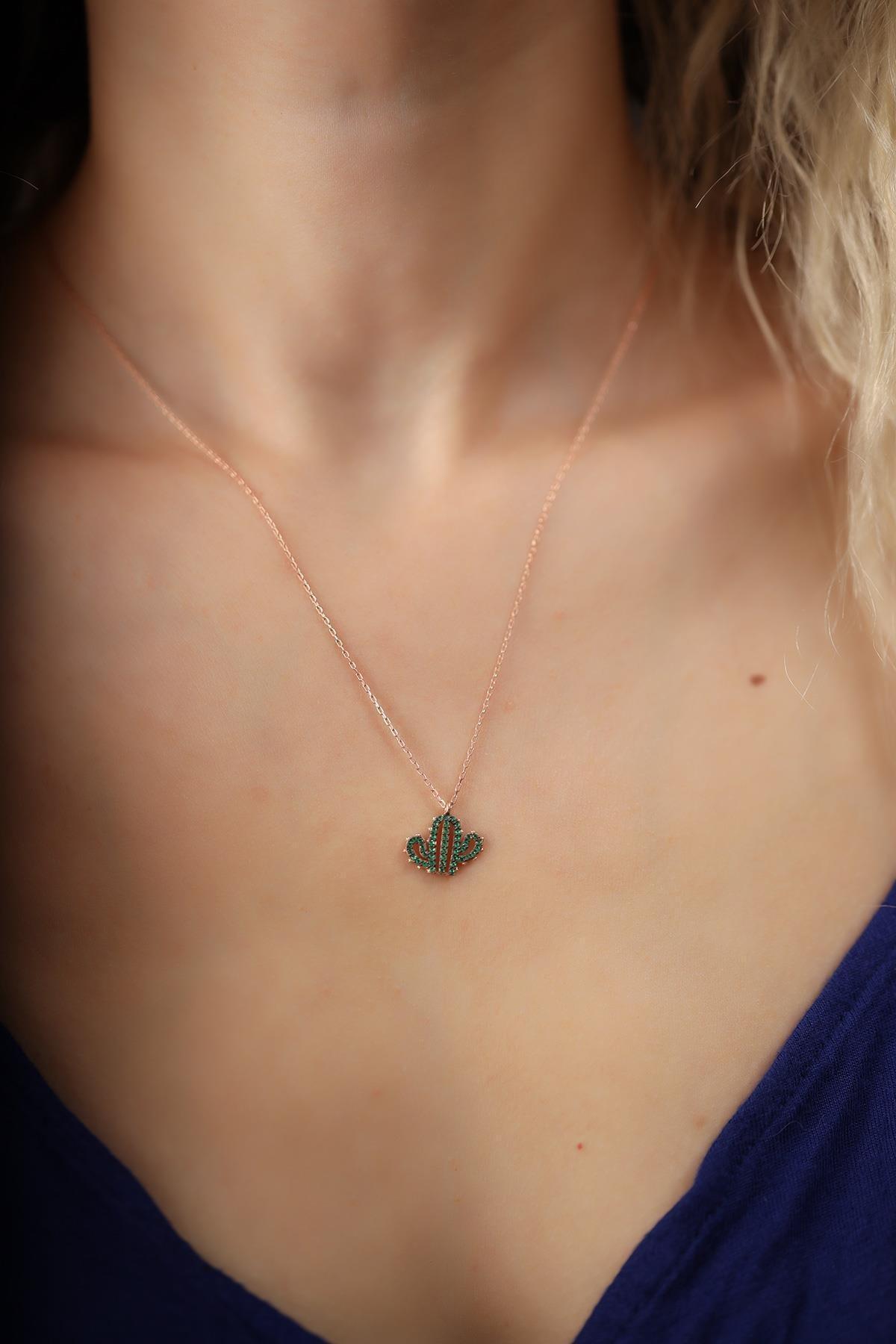 İzla Design Kadın Kaktüs Model Zümrüt Taşlı Rose Kaplama Gümüş İtalyan Kolye 2