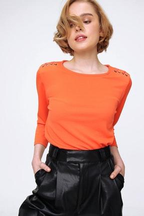 Trend Alaçatı Stili Kadın Turuncu Omuzu Kuş Gözü Detaylı Crep Bluz ALC-X5774
