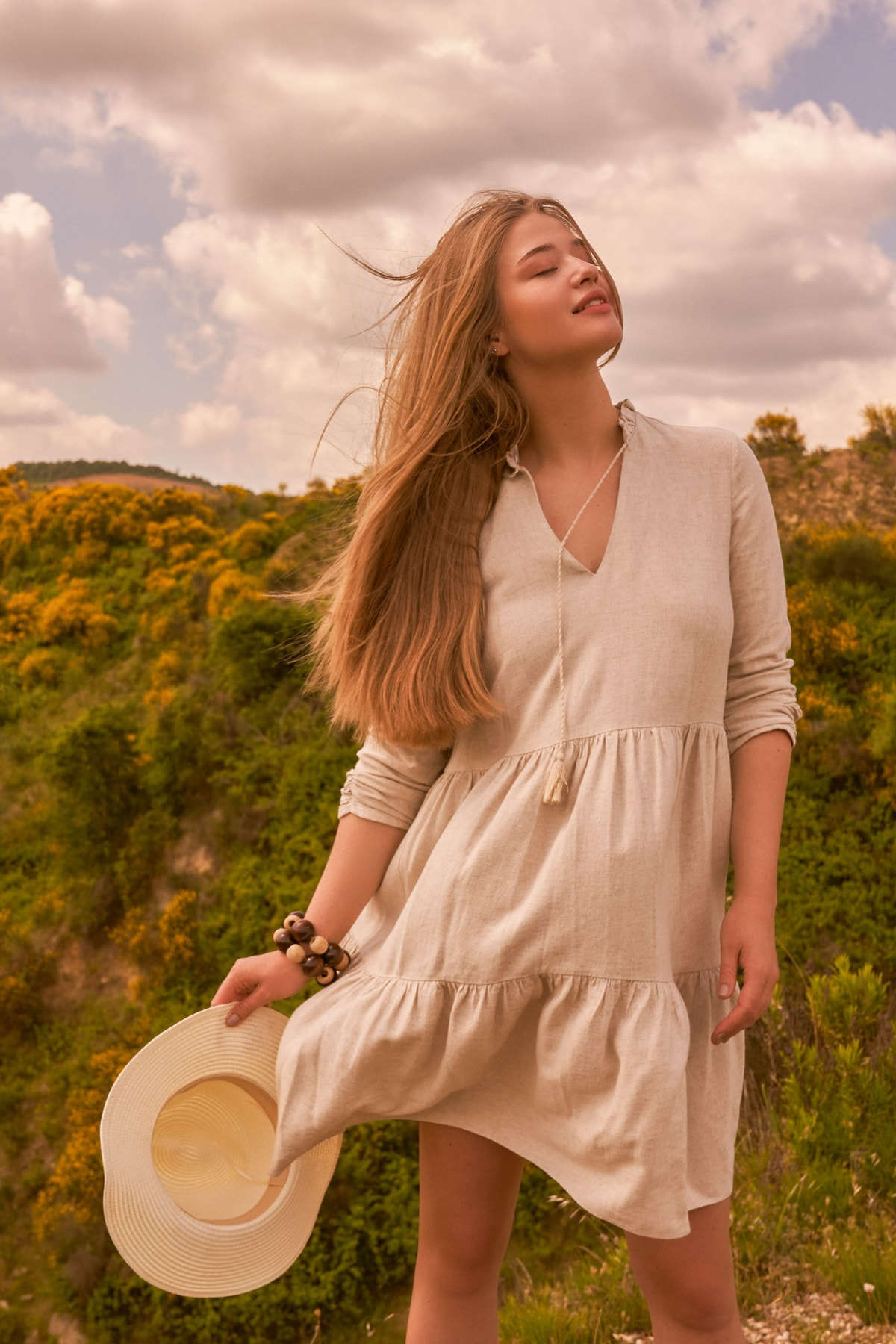 Love My Body Kadın Bej Yakası Bağlamalı Keten Elbise 1