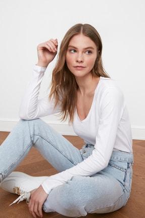 TRENDYOLMİLLA Beyaz Uzun Kollu V Yaka Basic Örme T-Shirt TWOAW21TS0099