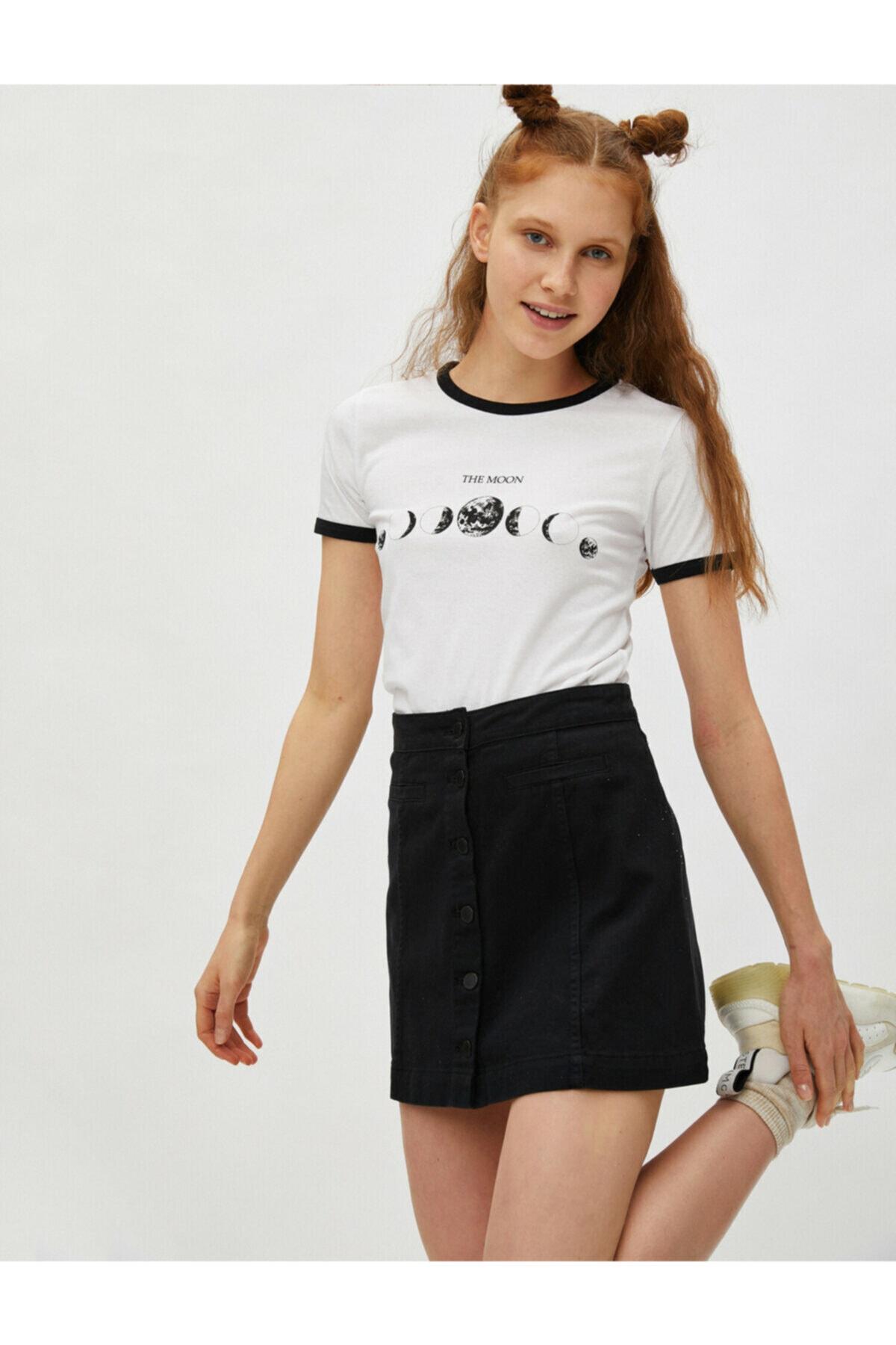 Koton Kadın Ekru Kısa Kollu Bisiklet Yaka Baskılı Pamuklu Şerit Detaylı T-Shirt 1