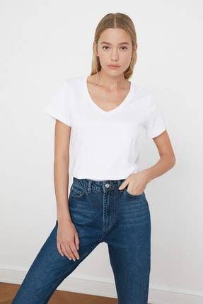 TRENDYOLMİLLA Beyaz V Yaka Basic %100 Pamuk  Örme T-Shirt TWOSS20TS0129