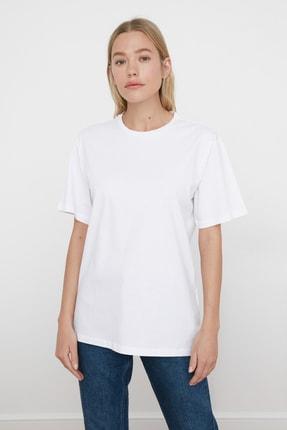 TRENDYOLMİLLA Beyaz %100 Pamuk Bisiklet Yaka Boyfriend Örme T-Shirt TWOSS20TS0134