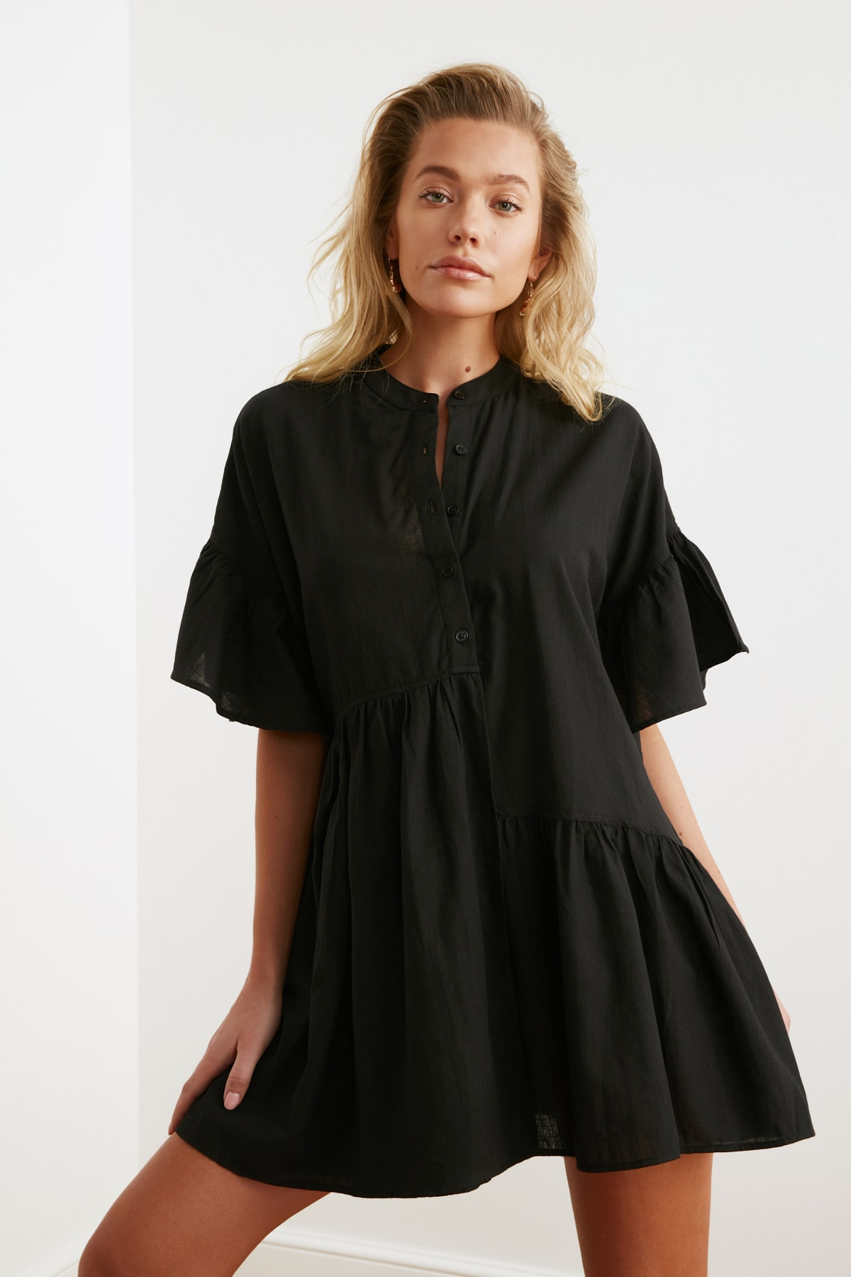 TRENDYOLMİLLA Siyah Düğmeli Plaj Elbisesi TBESS20EL0873 1