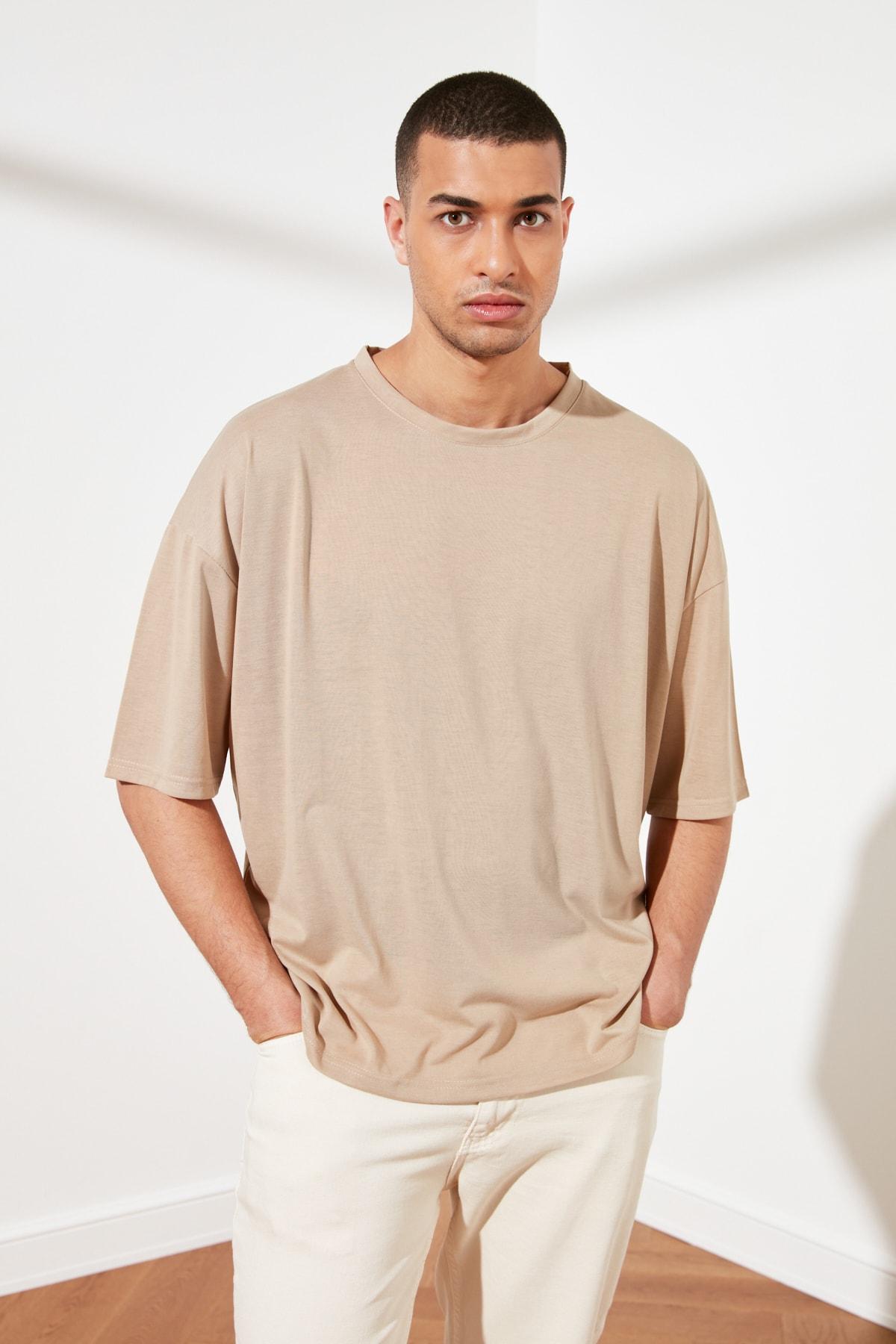 TRENDYOL MAN Taş Basic Erkek Oversize Bisiklet Yaka Kısa Kollu T-Shirt TMNSS21TS0811 1