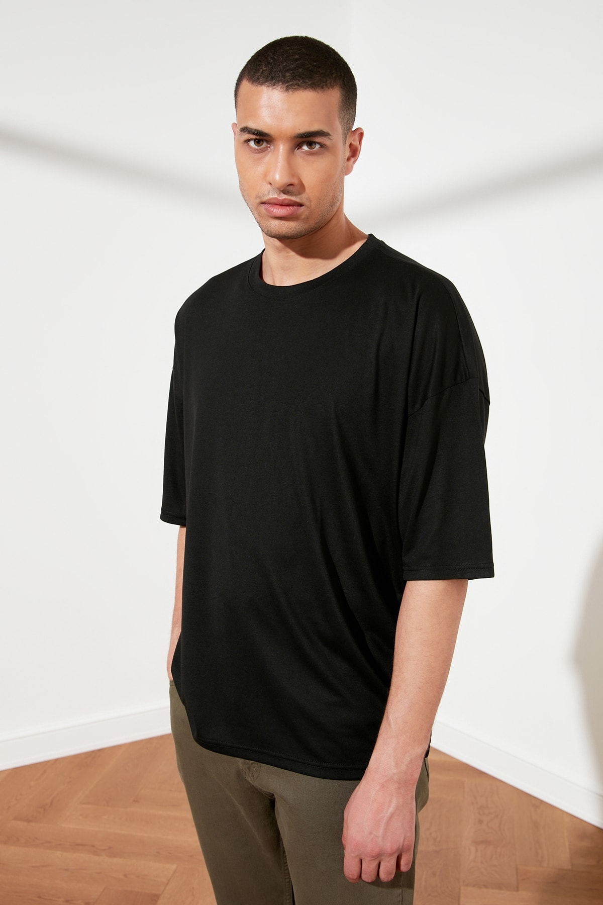TRENDYOL MAN Siyah Basic Erkek Oversize Bisiklet Yaka Kısa Kollu T-Shirt TMNSS21TS0811 2