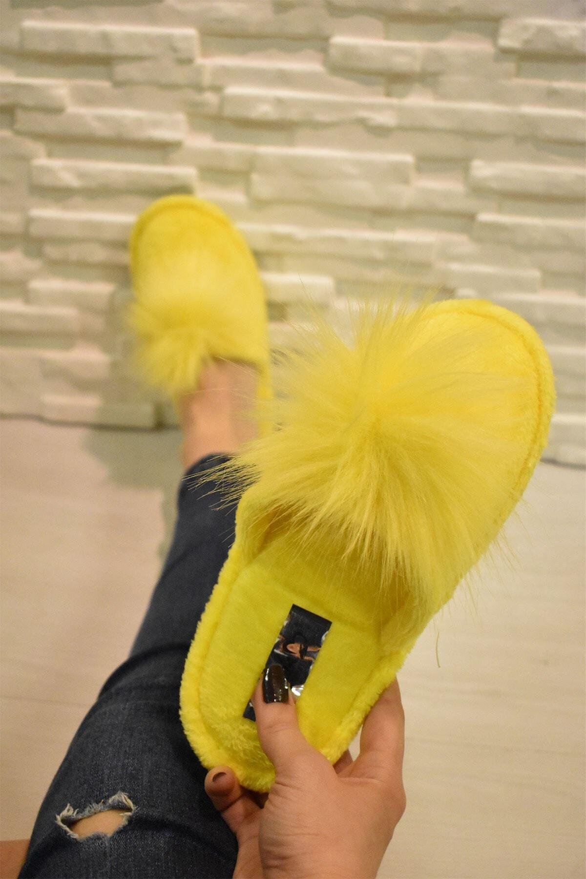 Evin Kadın Sarı Pon Pon Ev Terliği 1