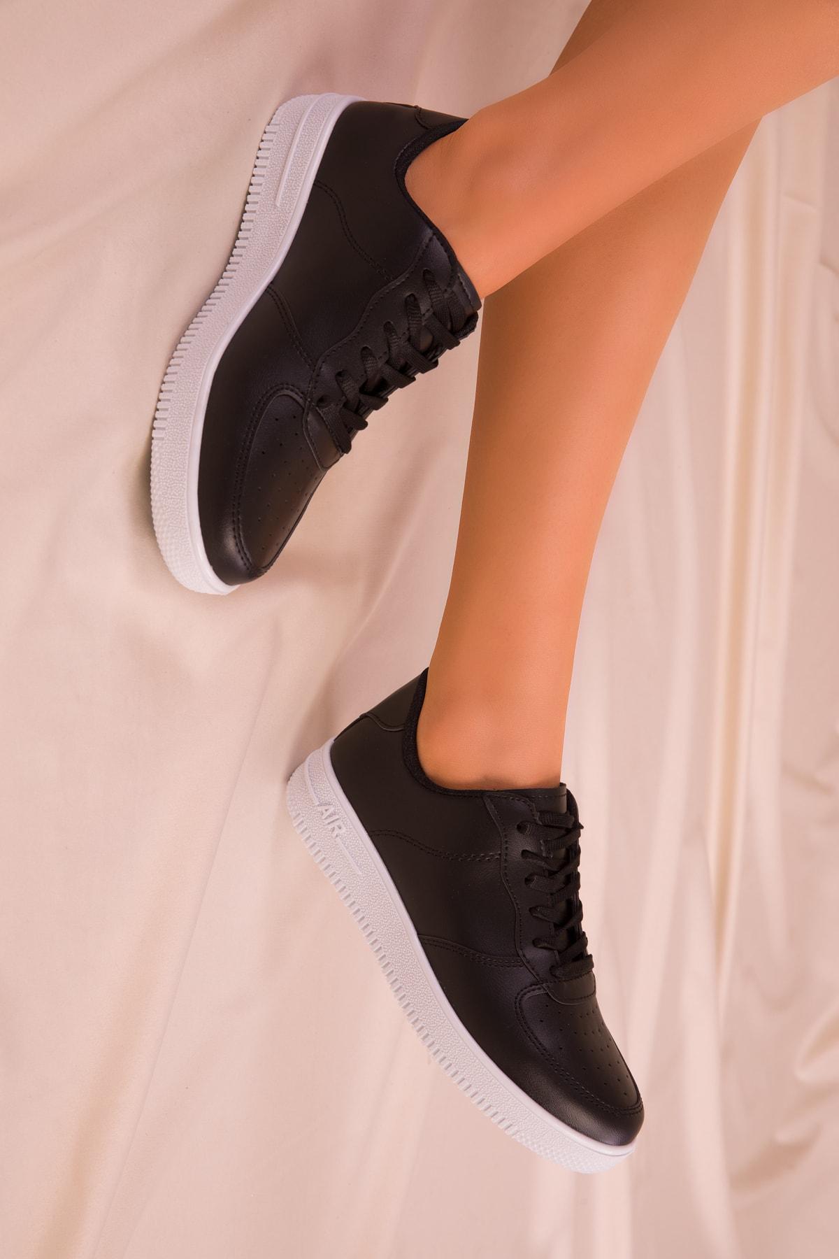 SOHO Siyah-Beyaz Kadın Sneaker 14361 1