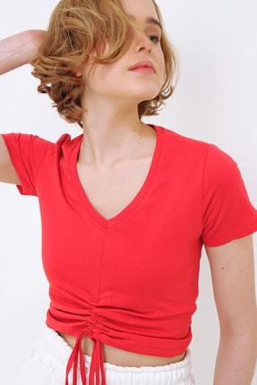 Trend Alaçatı Stili Kadın Kırmızı V Yaka Önü Büzgülü Crop T-Shirt ALC-X5785