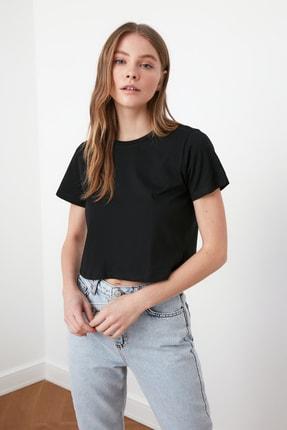 TRENDYOLMİLLA Siyah %100 Pamuk Bisiklet Yaka Crop Örme T-Shirt TWOSS20TS0135
