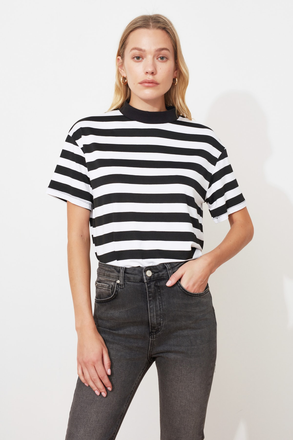 TRENDYOLMİLLA Çok Renkli Çizgili Basic Dik Yaka Örme T-Shirt TWOSS21TS1204 2