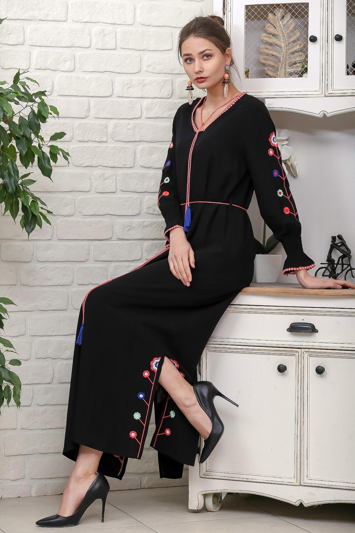Chiccy Kadın Siyah Kol Ve Yırtmaçları Çiçek Nakışlı Püsküllü Bağcıklı Dokuma Uzun Elbise M10160000EL95942