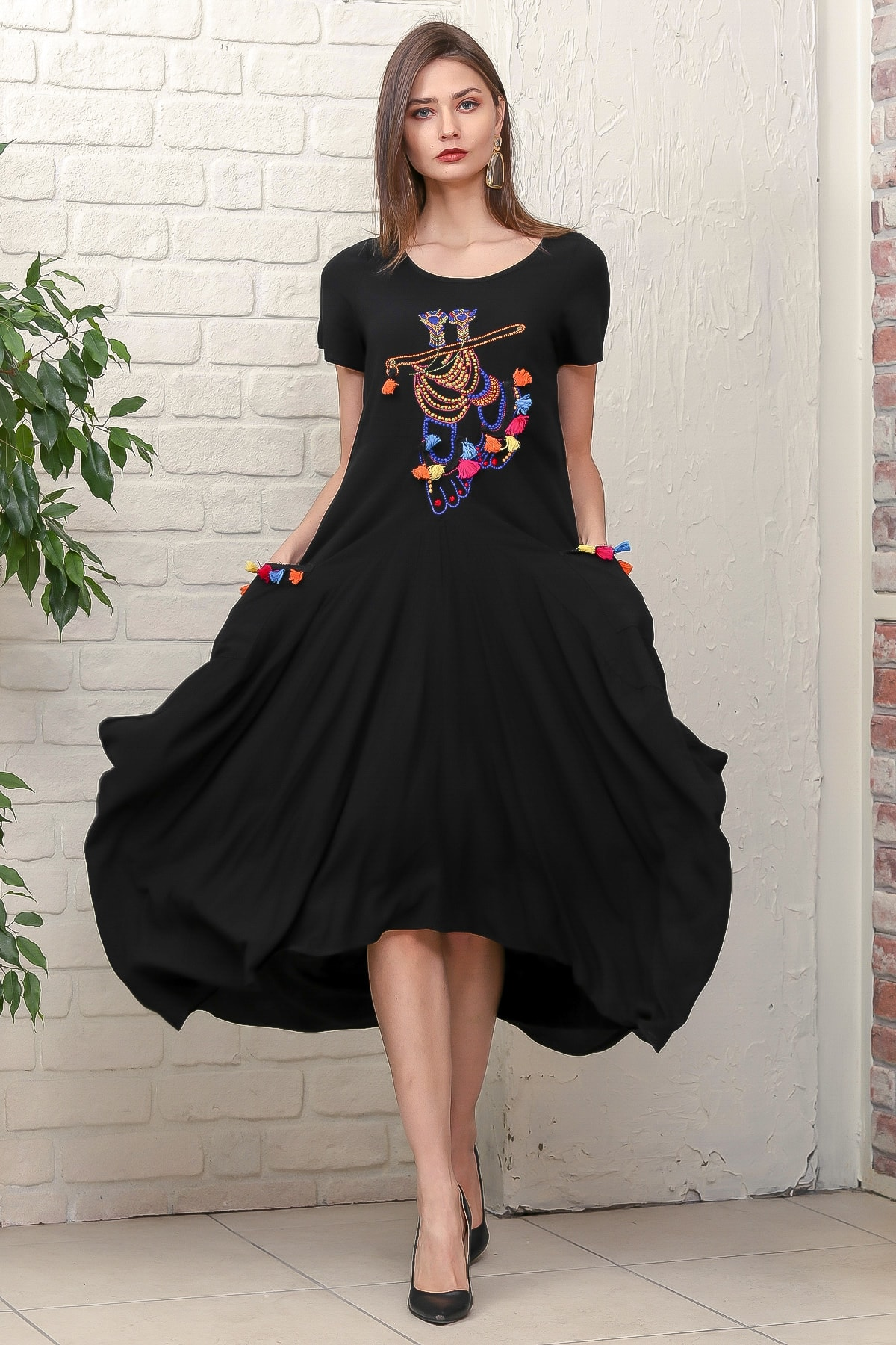 Chiccy Kadın Siyah Bohem Ayak Nakışlı Yarım Kollu Cepli Asimetrik Salaş Dokuma Elbise M10160000EL95884
