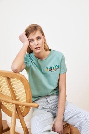 TRENDYOLMİLLA Mint Nakışlı Basic Örme T-Shirt TWOSS20TS0103