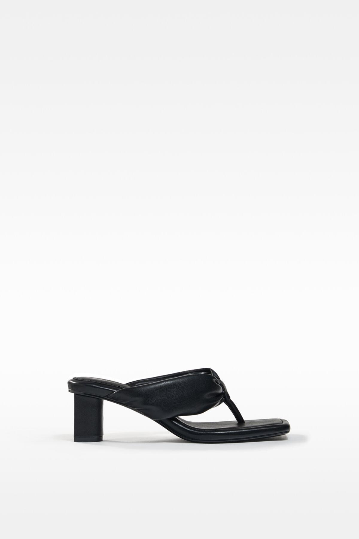 Bershka Kadın  Dolgulu Bantlı Topuklu Sandalet