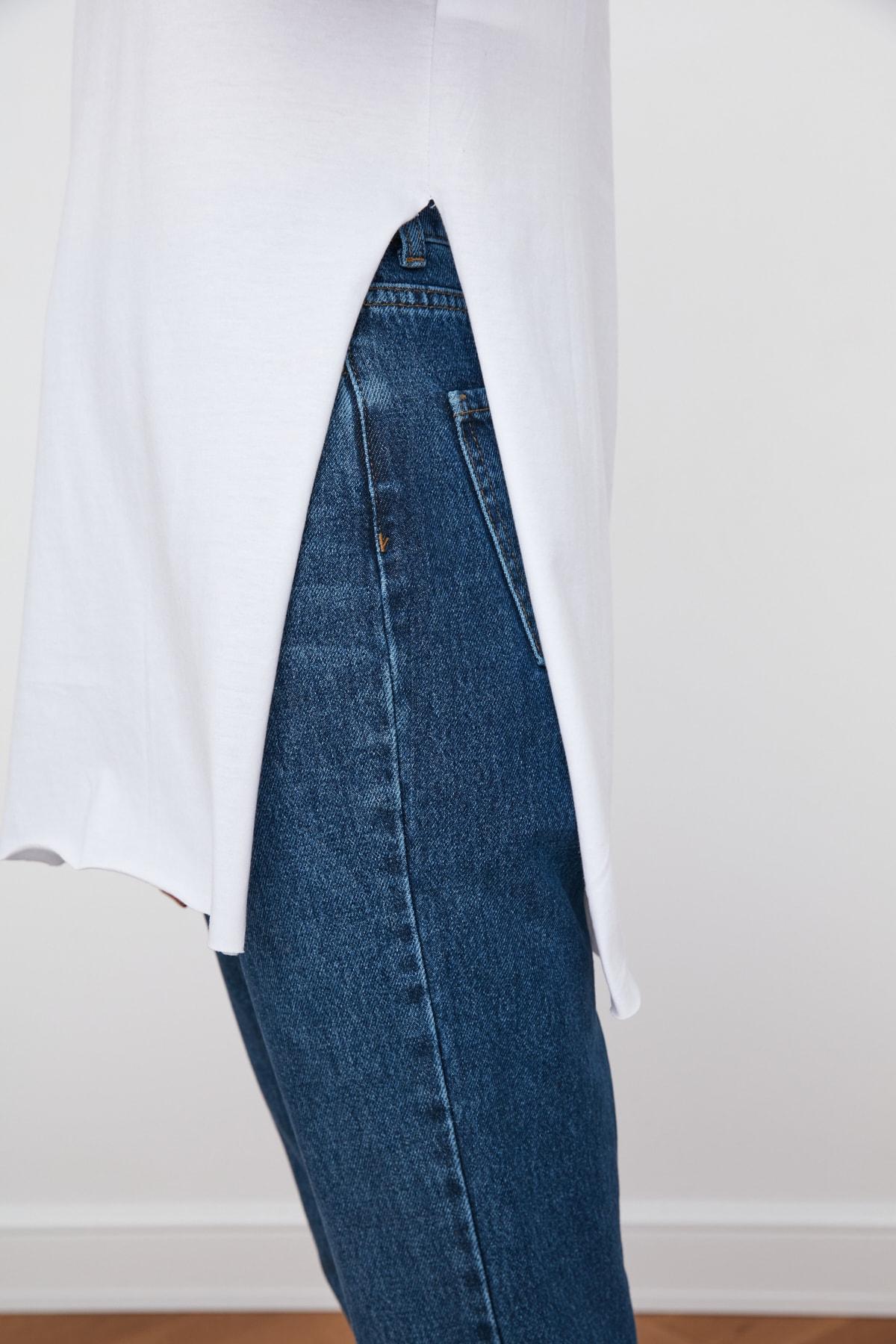 TRENDYOLMİLLA Beyaz V Yaka Asimetrik Örme T-Shirt TWOSS20TS0927 2