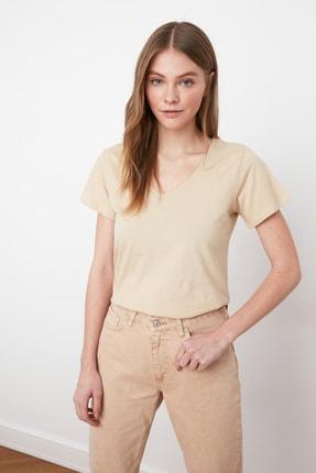 TRENDYOLMİLLA Bej %100 Pamuk V Yaka Basic Örme T-Shirt TWOSS20TS0129