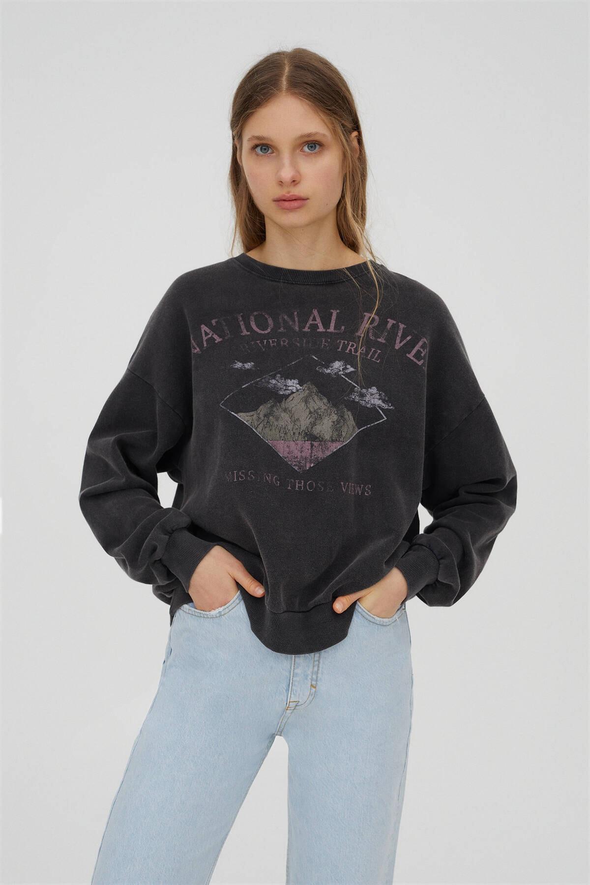 Pull & Bear Dağ Görselli Siyah Sweatshirt