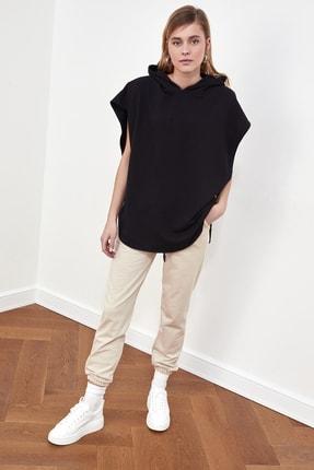 TRENDYOLMİLLA Siyah Kapüşonlu Örme Sweatshirt TWOSS21SW0203