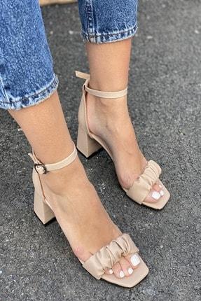 İnan Ayakkabı Detaylı Bant Bilekten Tokalı Topuklu Ayakkabı