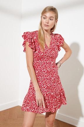 TRENDYOLMİLLA Kırmızı Çiçek Desenli Elbise TWOSS21EL0272