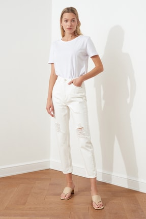 TRENDYOLMİLLA Beyaz Yırtık Detaylı Yüksek Bel Mom Jeans TWOSS20JE0437