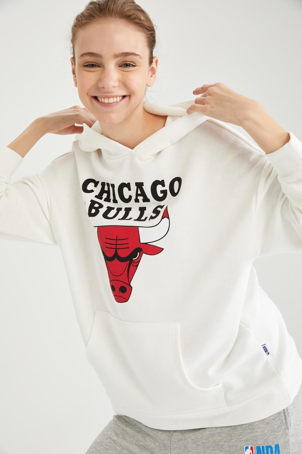 DeFacto Kadın NBA Lisanslı Kapüşonlu Kanguru Cepli Oversize Sweatshirt T5350AZ21SP