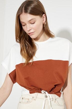 TRENDYOLMİLLA Tarçın Renk Bloklu Örme T-Shirt TWOSS21TS0493