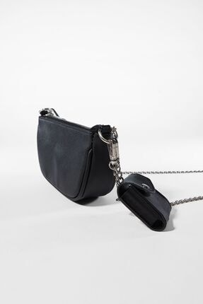 Bershka Kadın Siyah Kılıf Detaylı Zincirli Askılı Mini Çanta