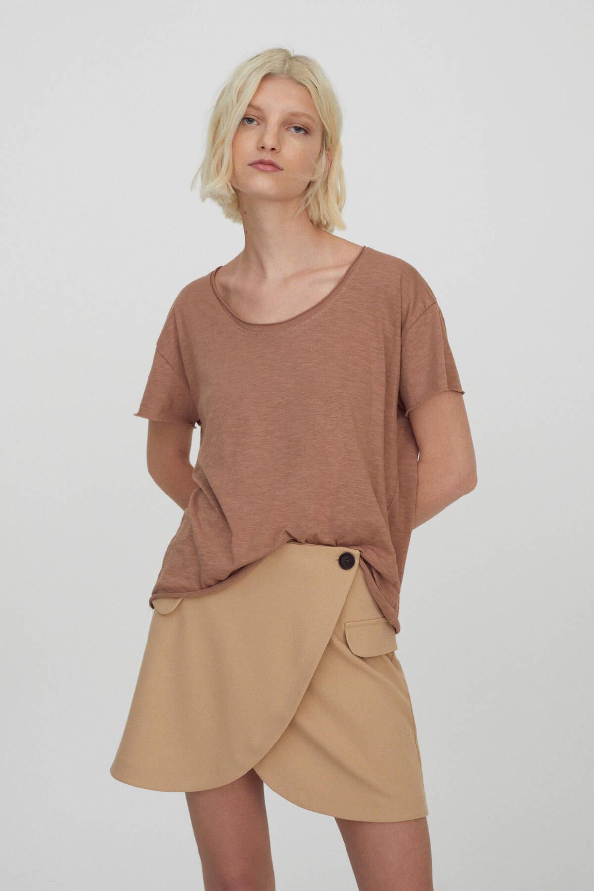 Pull & Bear Kadın Bizon Bordür Detaylı Basic T-Shirt 09247432 1