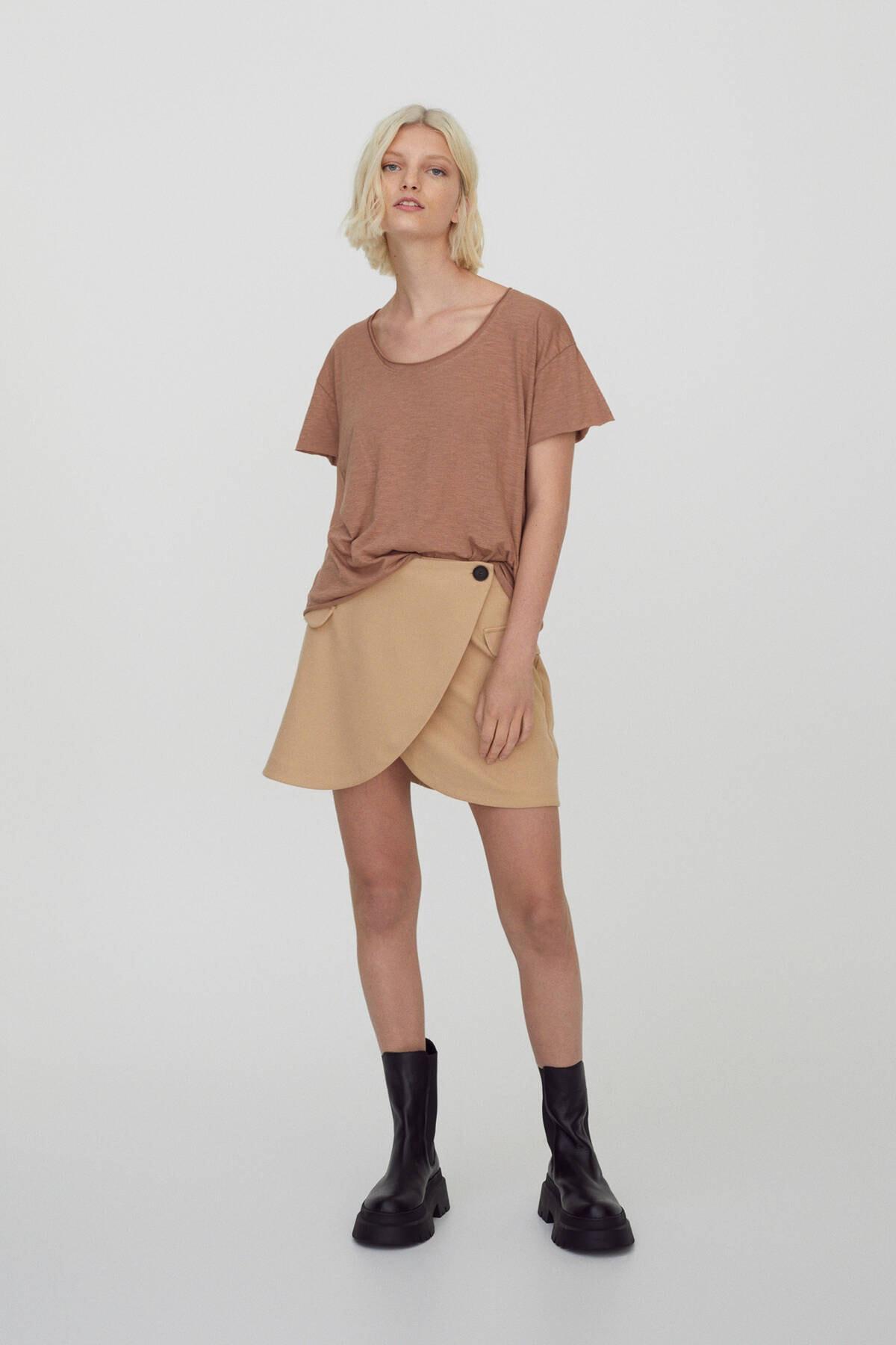 Pull & Bear Kadın Bizon Bordür Detaylı Basic T-Shirt 09247432 2