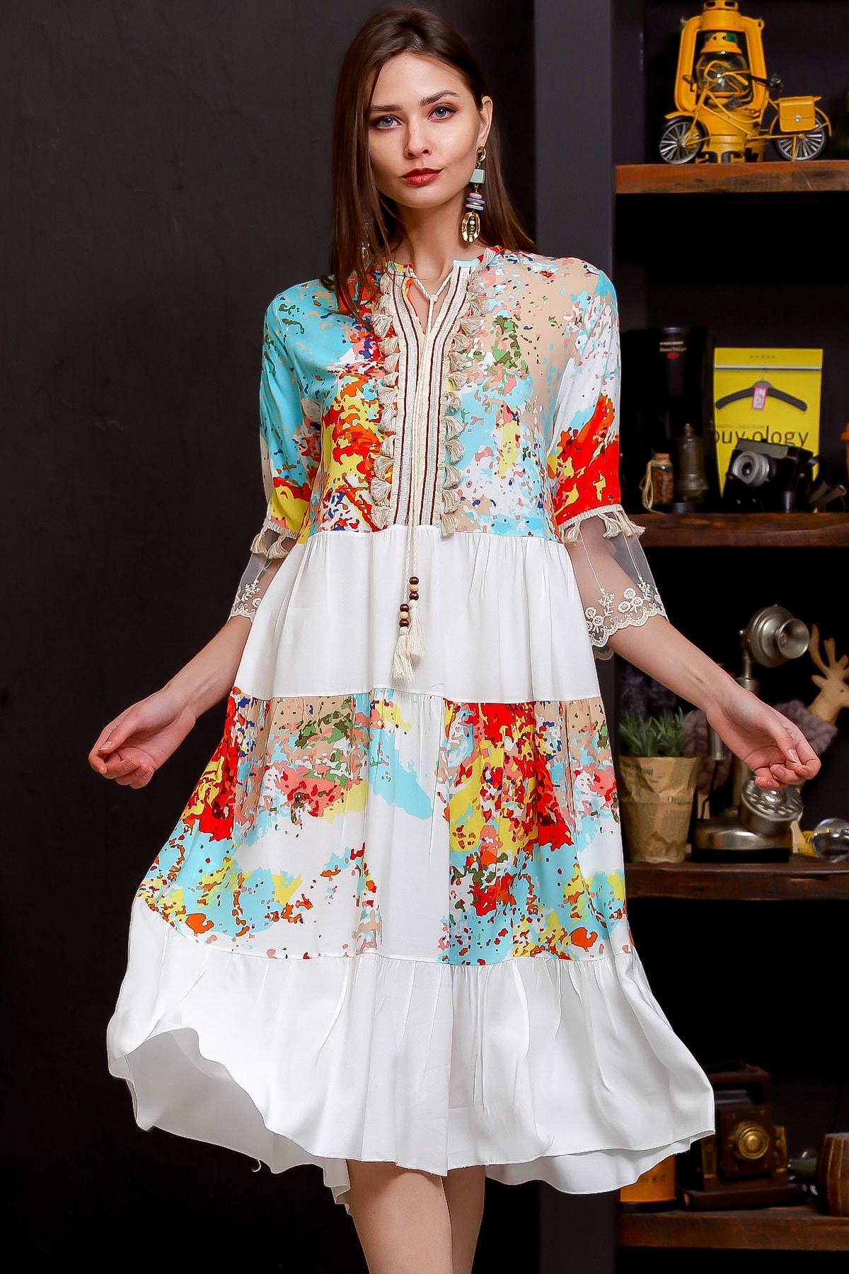 Chiccy Kadın Beyaz Fırça Desen Ve Beyaz Bloklu 3/4 Kol Gold Püsküllü Dantel Alt Kol Detaylı Midi Elbise