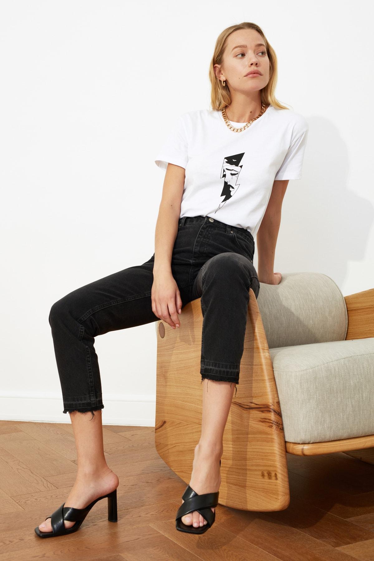 TRENDYOLMİLLA Siyah Paça Detaylı Yüksek Bel Mom Jeans TWOSS21JE0084 1