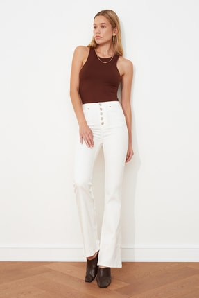 TRENDYOLMİLLA Beyaz Önden Düğmeli Yüksek Bel Flare  Jeans TWOSS20JE0445