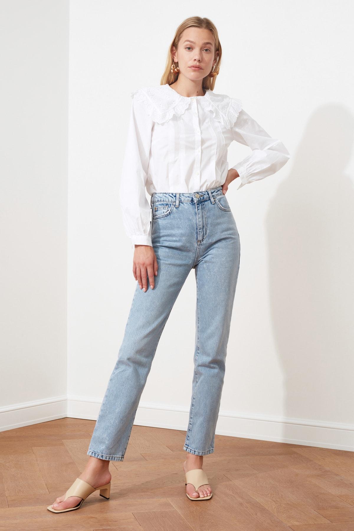 TRENDYOLMİLLA Açık Mavi Yüksek Bel Bootcut Jeans TWOSS21JE0035 1