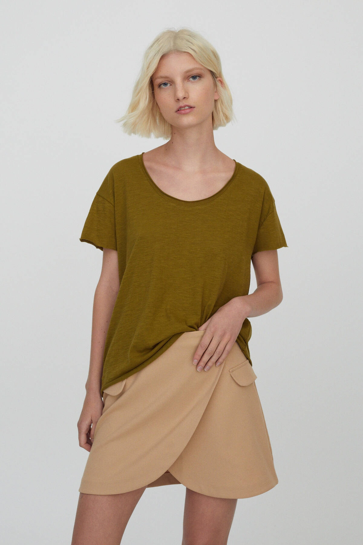 Pull & Bear Kadın Haki Bordür Detaylı Basic T-Shirt 09247432