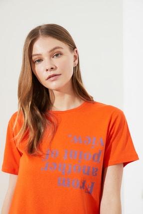 TRENDYOLMİLLA Turuncu Semi-Fitted Baskılı Örme T-Shirt TWOSS20TS0572