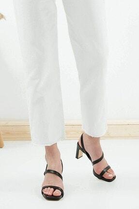 Mio Gusto Kadın Siyah Küt Burunlu Topuklu Sandalet