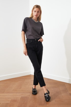TRENDYOLMİLLA Siyah Yıkamalı Yüksek Bel Mom Jeans TWOSS20JE0099