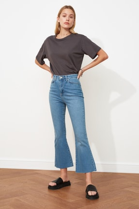 TRENDYOLMİLLA Mavi Paçası Kesikli Yüksek Bel Crop Flare Jeans TWOAW21JE0159