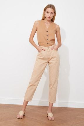 TRENDYOLMİLLA Bej Yıkamalı Yüksek Bel Mom Jeans TWOAW21JE0262