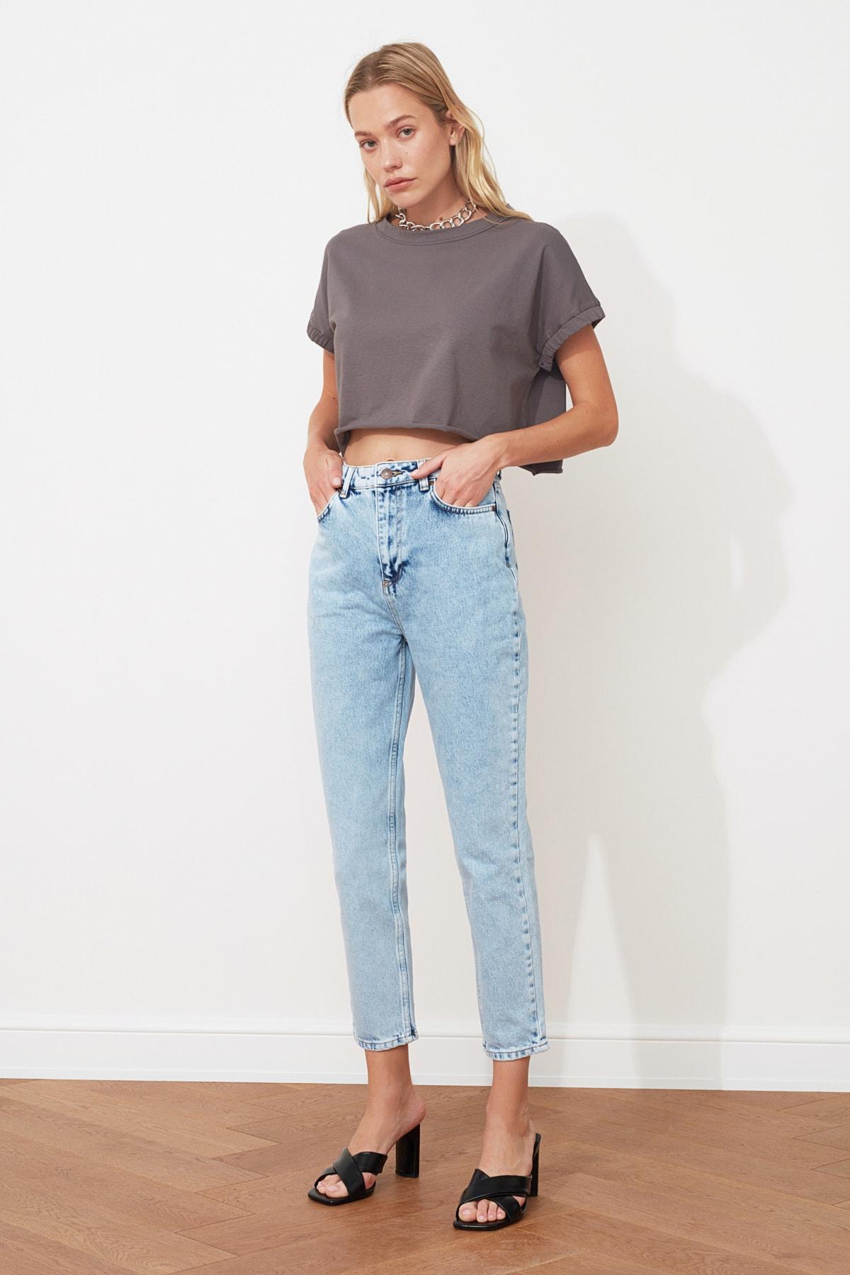 TRENDYOLMİLLA Mavi Yüksek Bel Mom Jeans TWOAW21JE0088 2