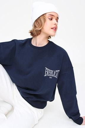 Trend Alaçatı Stili Kadın Lacivert Nakış İşlemeli İçi Polarlı Sweatshirt ALC-X5829